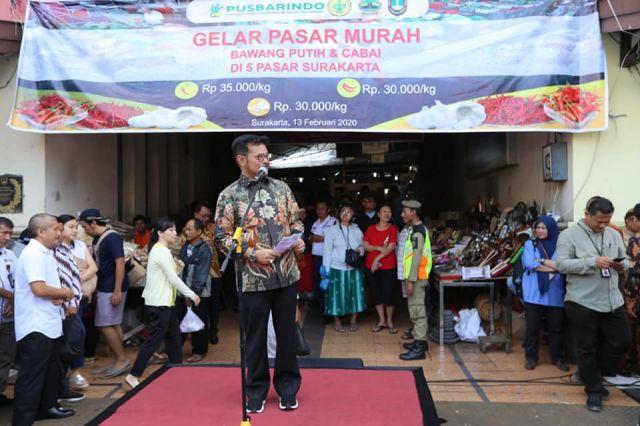 Mentan Syahrul Operasi Pasar Bawang Putih dan Cabai di Solo